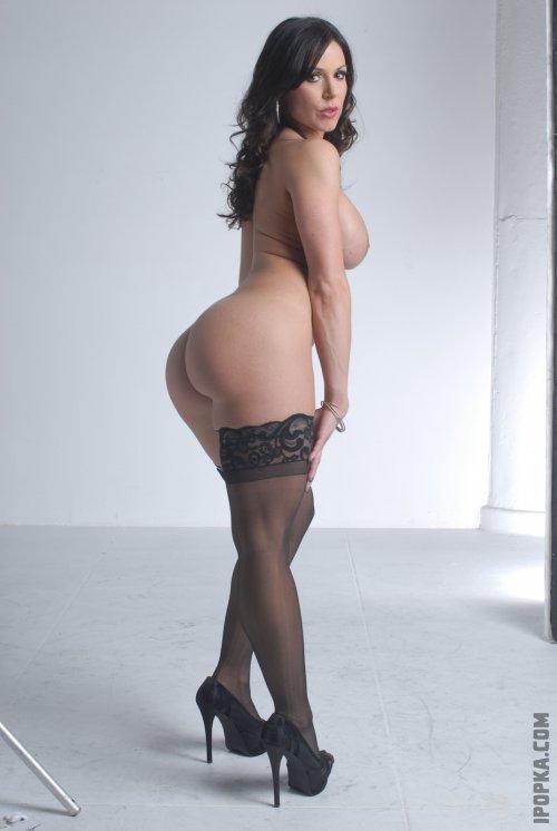 Огромные женские попы и тугие голые задницы
