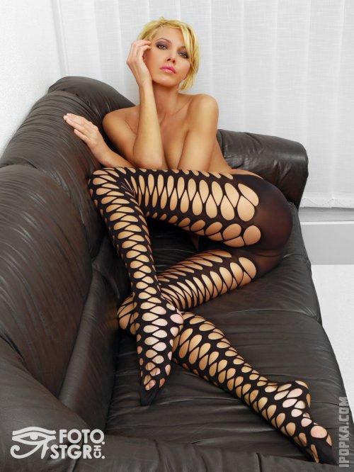 Эротичные фото, девушки голышом показывают свои красивые ноги