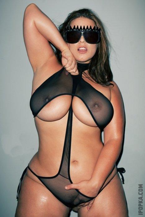 Голые и красивые полные женщины показывают большие сиськи и попу