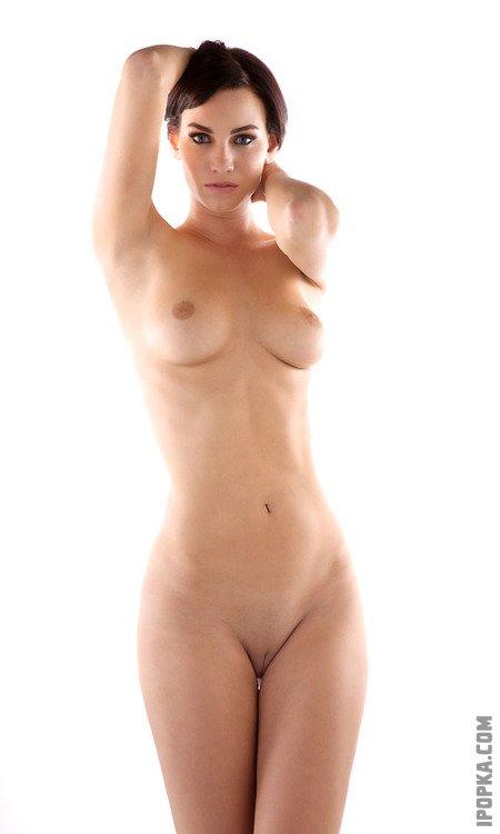 Бритые киски молодых девок на красивых эротичных фото
