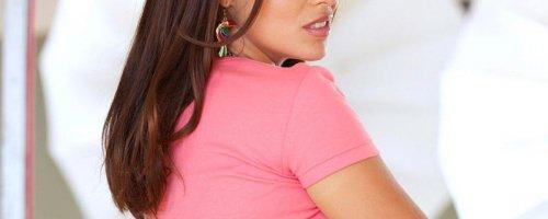 Опытная женщина оголила сиськи попу и пизду на фото