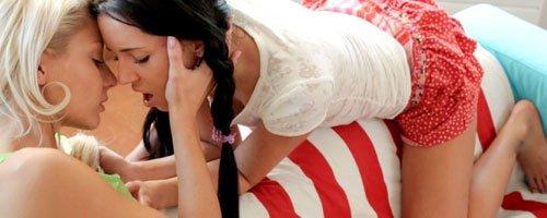 Очень красивые оральные ласки двух девушек лезбиянок