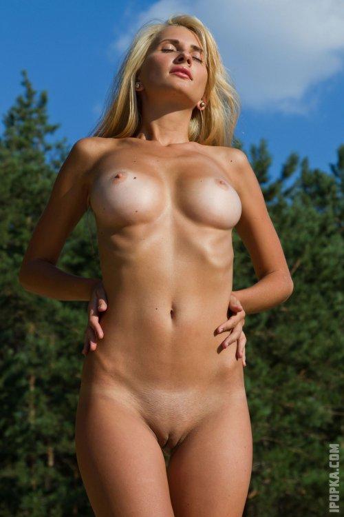 Девочки красотки красиво обнажают свои молодые тела для тебя