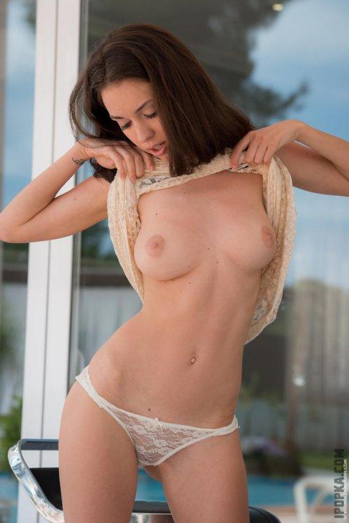 Горячий стриптиз и обнаженная красота женского тела