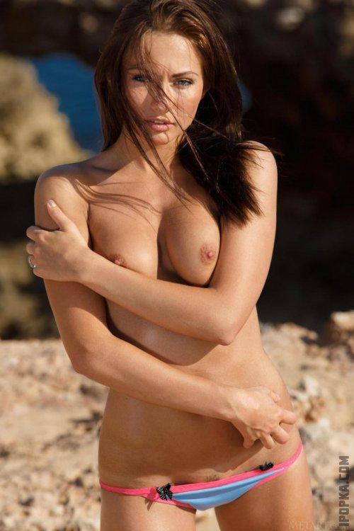 Супер эротика красивая снимает купальник и позирует голая