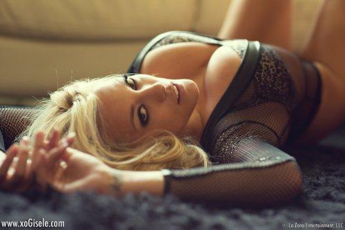 Охуенная эротика блондинки в красивом черном нижнем белье