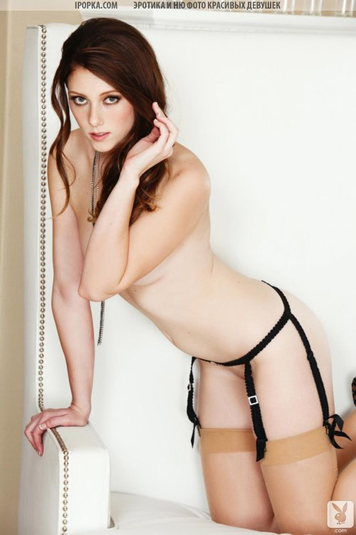 Стриптиз красивой девочки в прозрачных черных трусиках и белье