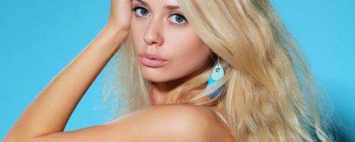 Очень классная голая девчонка блондинка сама сексуальность