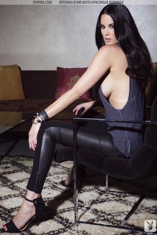 Очень красивая зрелая женщина брюнетка с большой грудью фото
