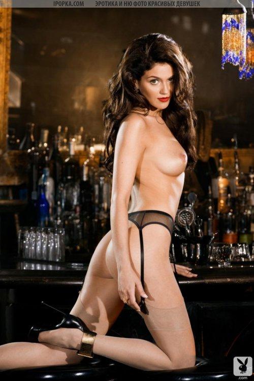 Красивые эротические фото голой брюнетки с плоским животиком