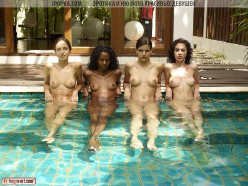 Эротик фото как голые девки купаются в бассейне голышом