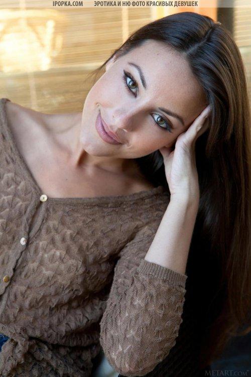 Девушка с красивым лицом и ее классные фото волосатой киски