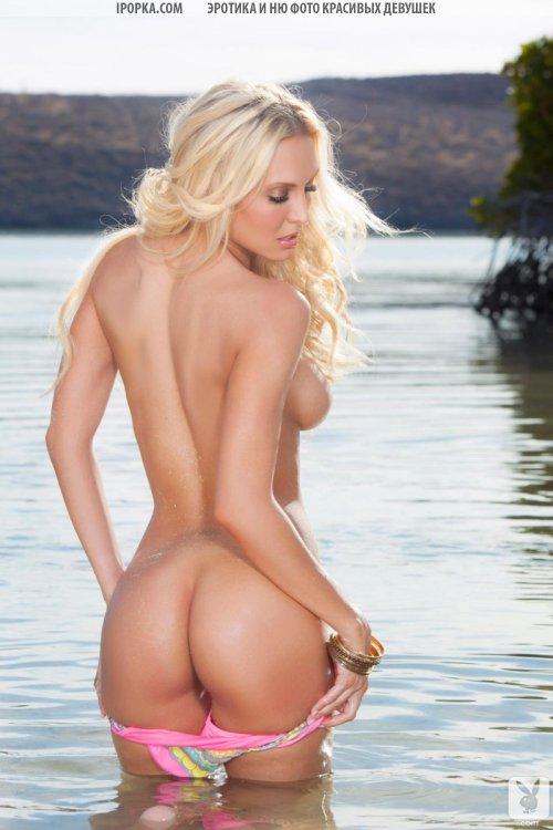 Эротические фото шикарной голой блондинки на пляже