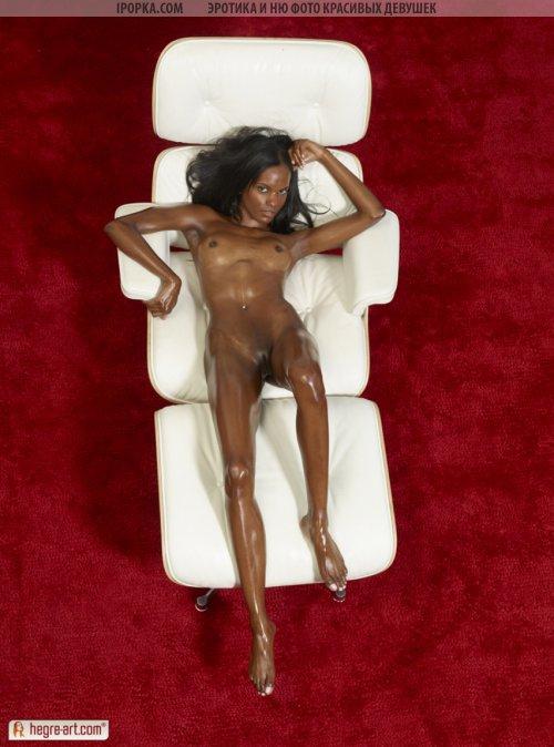 Красивая негритяночка и ее красивая фото эротика в масле