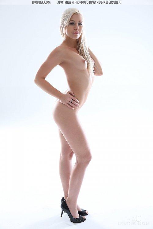 Голый фото кастинг молодой сексапильной блондинки
