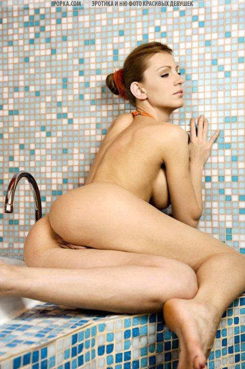 Супер фото девушка дня разделась чтобы принять душ