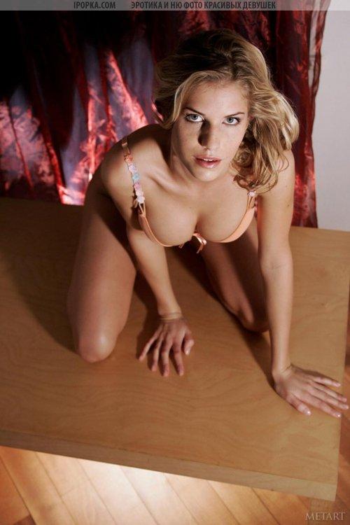 Фото очень сексуальной девушки без лифчика и трусов