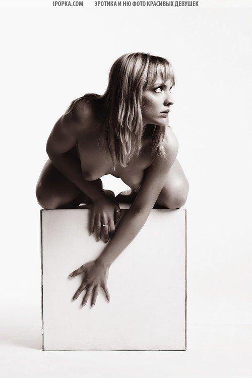 Фото черно белое голых девушек