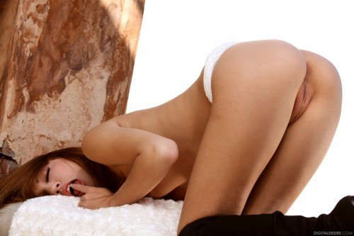 фото голый девушеки дома