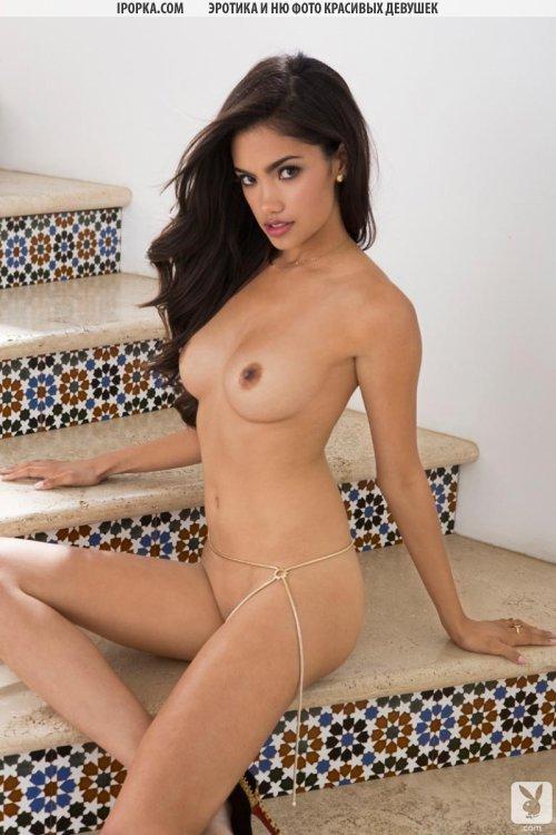 Сексуальная девушка латинка из playboy в прозрачный трусиках