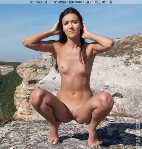 Полностью обнаженные сексуальные телки