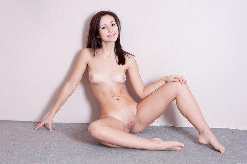 красивая голая шатенка фото