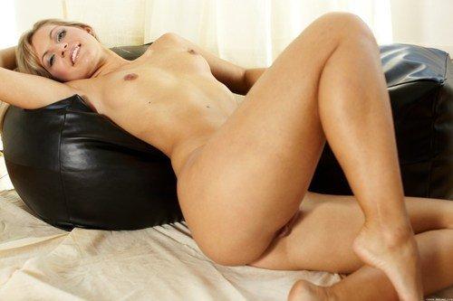 Зрелая сексуальная голая дама