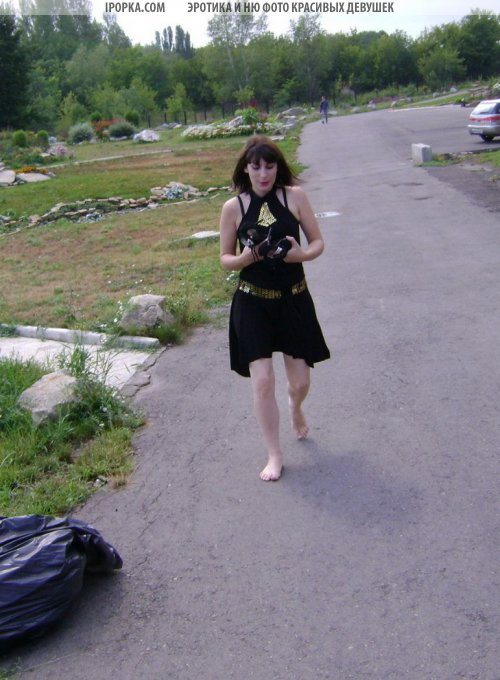 Девушки босиком по городу подборка