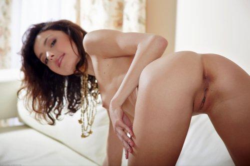 Женская вагина крупным планом у стройной красотки