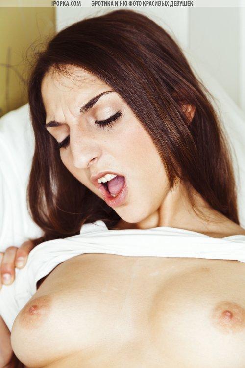 Русские молодые лесбиянки развлекаются