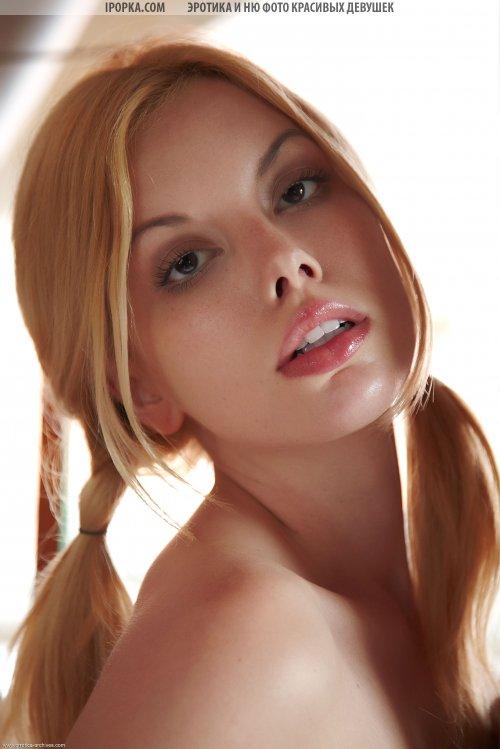 Молоденькая красотка с пухлыми губками