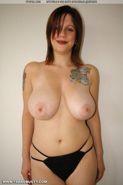 Огромные буфера с татуированной неформалки