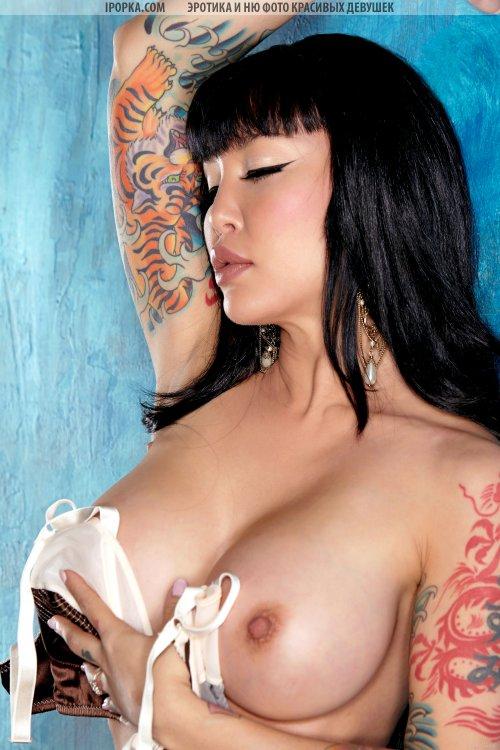 Азиатская секс бомба с большими буферами