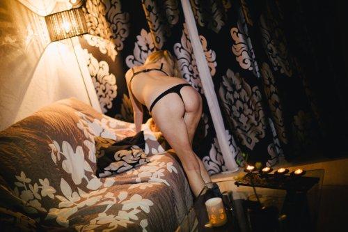Начинающая порно модель и ее голые снимки